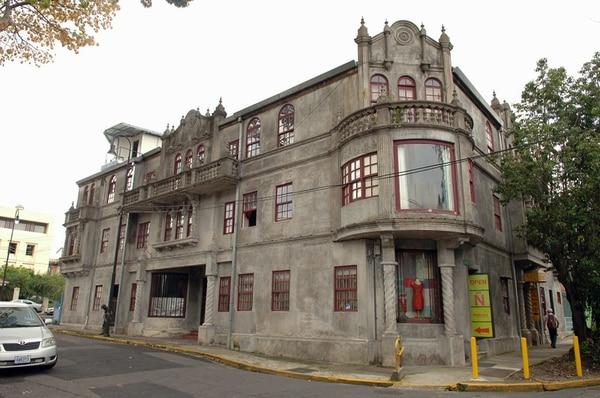 El edificio de los apartamentos Jíménez en un ícono de barrio Otoya. | ARCHIVO/EYLEEN VARGAS.