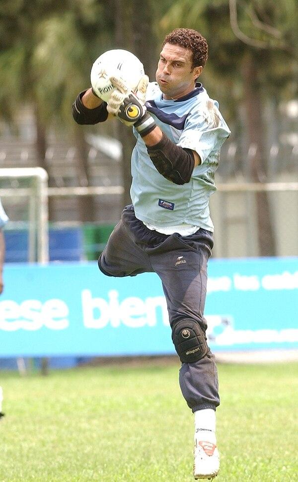 El portero Álvaro Mesén jugó con Carmelita, Alajuelense, Herediano, Brujas y Liberia.