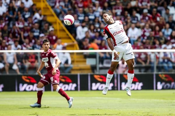 Jonathan McDonald le ha anotado 12 goles al Deportivo Saprissa. Foto Adrián Soto.