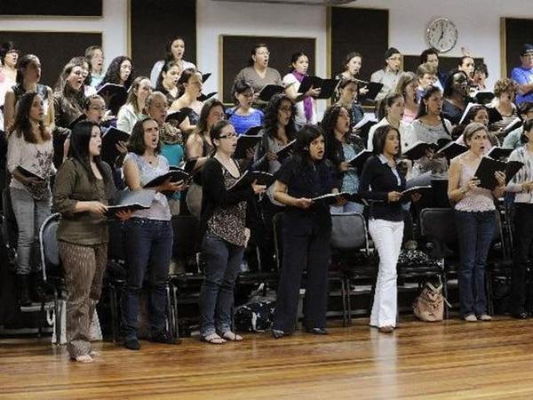 Los integrantes del coro durante el ensayo del martes, en el Centro Nacional de la Música. | ABELARDO FONSECA