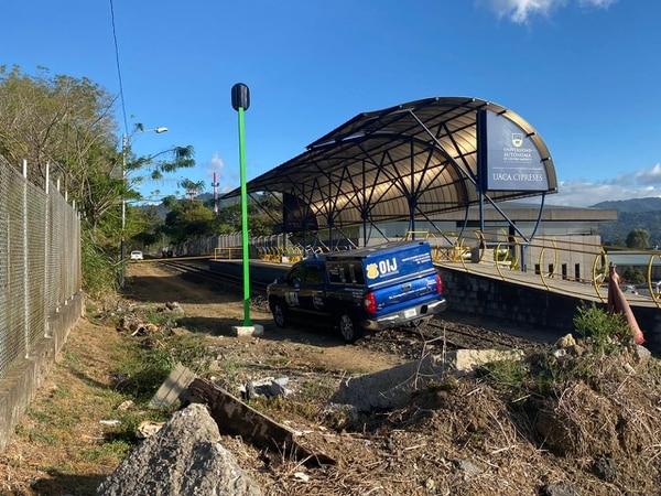 El cuerpo está localizado muy cerca de la línea férrea en la estación de la UACA. Foto: Sebastián Mayorga para LN