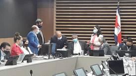 Diputados también excluyeron a municipalidades de plan de empleo público