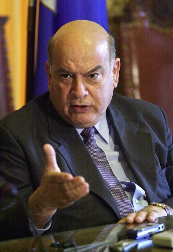 El secretario general de la OEA, José Miguel Insulza, expresó sus mejores deseos a Luis Guillermo Solís ante la gran tarea que le espera.   ARCHIVO.