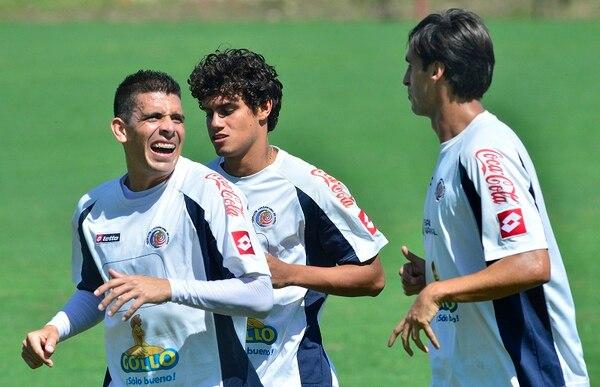 Johnny Acosta, Yeltsin Tejeda y Bryan Ruiz se entrenan en el Proyecto Gol.