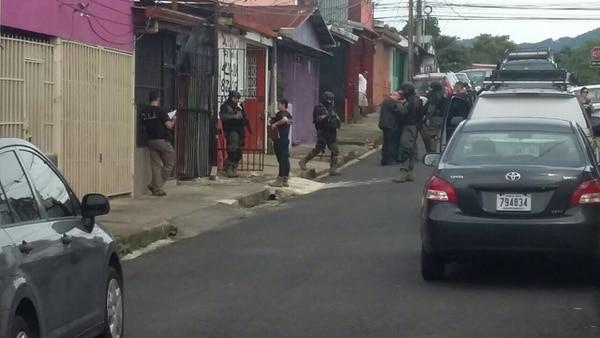 Los agentes judiciales realizaron un despliegue la tarde de este jueves en Desamparados.