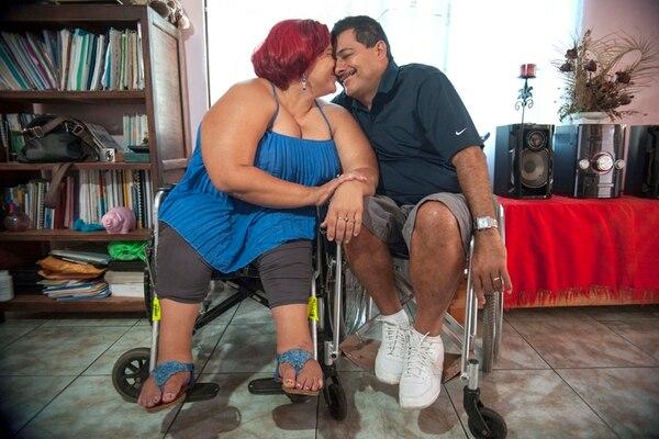 Guiselle y Minor (izquierda) están casados desde hace dos años. Luis y Jeandereck, hace año y medio. | FABIÁN HERNÁNDEZ