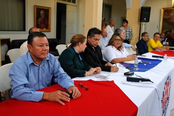 El pasado domingo 30 de setiembre, la mayoría de sindicatos anunciaron su rechazó el acuerdo con el Gobierno para iniciar una negociación sobre el plan fiscal. En la foto, en primer plano Luis Chavarría, de Undeca. Fotos: Mayela López