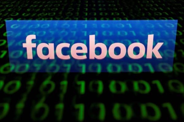 A Facebook y otras redes sociales se les ha acusado de ser semilleros de información falsa. (Foto: Lionel BONAVENTURE / AFP)