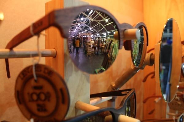 """Reflejo de los """"Espacios FID"""" en uno de los lentes de los anteojos Loop."""