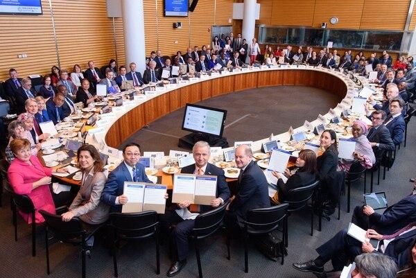 Costa Rica se adhirió este sábado 13 de abril a la Coalición de Ministros de Finanzas para la Acción Climática, un nuevo grupo integrado por cerca de 20 países comprometidos con acciones nacionales para el combate del cambio climático. La actividad fue en la sede de Banco Mundial, en la Ciudad de Whashington.