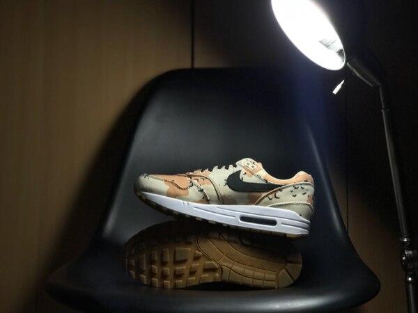 Un par de Nike Airmax que será exhibido en el Tico Sneaker Day