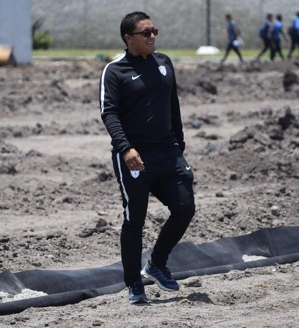 152ef577fe Enio Cubillo supervisando los trabajos en el centro de entrenamiento del  Pachuca.
