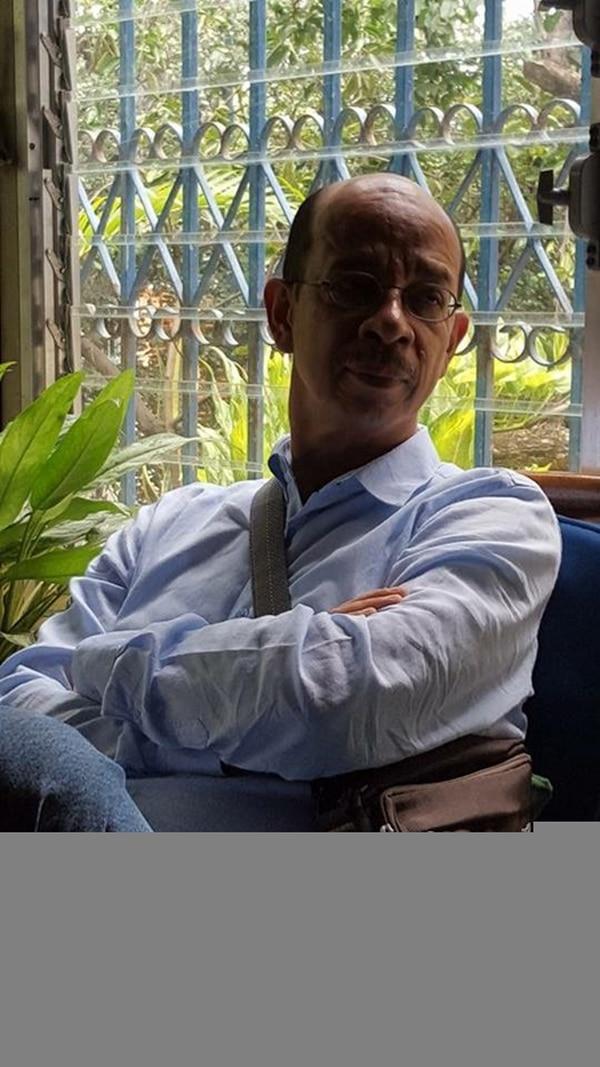 Miguel Huezo Mixco participará del conversatorio Edición y comercialización del libro en Centroamérica en la Feria del Libro el lunes 21 a las 3 p. m.