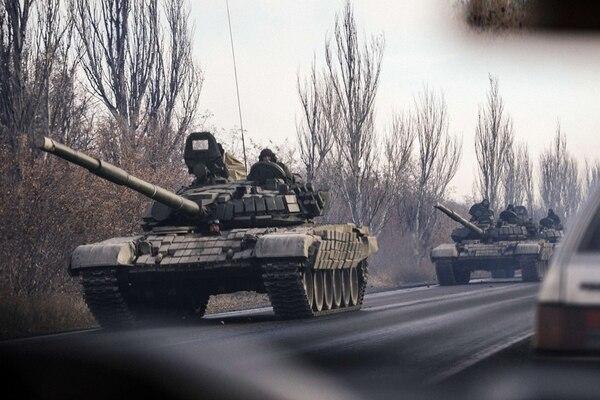 Columna de tanques que entró en el este rebelde ucraniano. | AFP