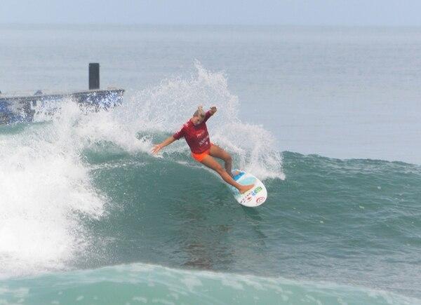 La surfista Leilani McGonagle tuvo una actuación destacada gracias a su ambición por arriesgar en el Mundial de Surf que se disputa en playa Popoyo, Nicaragua. | FEDERACIÓN DE SURF DE COSTA RICA