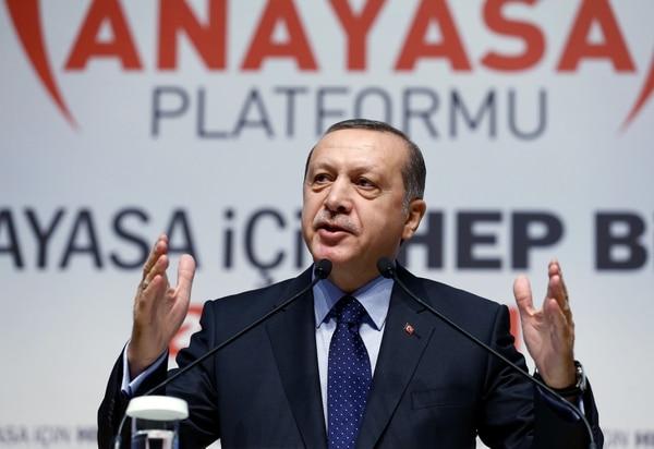 Presidente de Turquía, Recep Tayyip Erdogan, se dirigió el jueves a sus seguidores en Ankara.