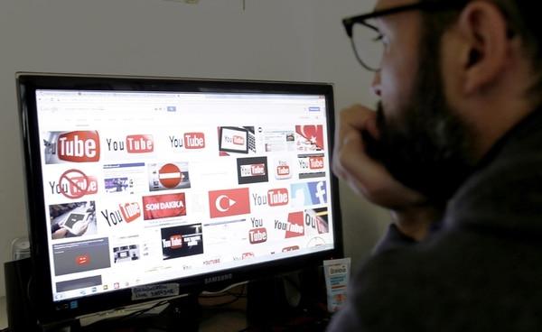En 2015, las redes sociales sufrieran un bloqueo parcial en Turquía tras una orden judicial.