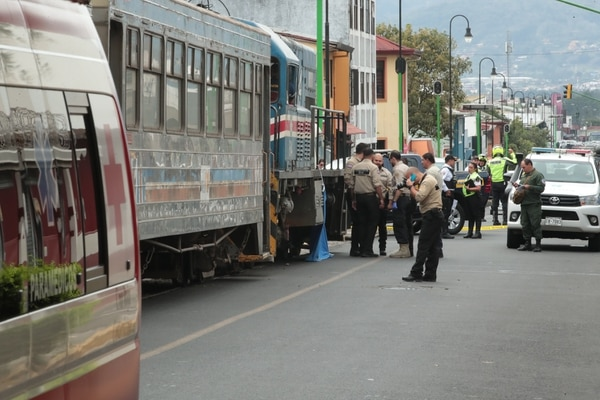 Un adulto mayor murió atropellado por el tren en San José . Foto: Alonso Tenorio