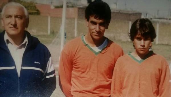 José Giacone (centro), junto a su hermano Diego y su padre don José.