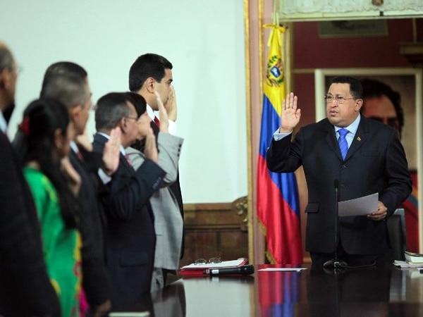 El presidente venezolano juramenta a sus nuevos ministros.   AFP.