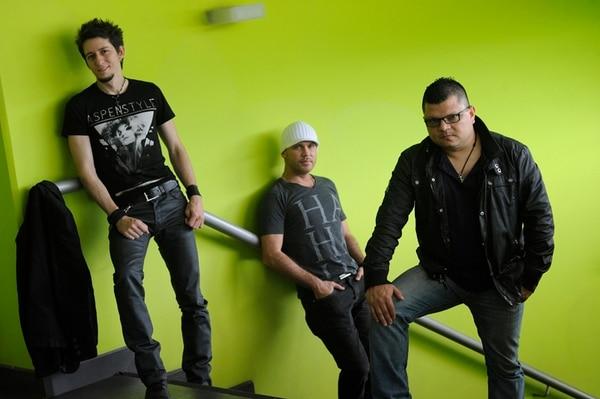 Variedad. Kin Rivera Jr, Luis Alonso Naranjo y Felipe Contreras (derecha) llevan un año muy activo, en el cual incluso tocaron música salsa. Archivo.
