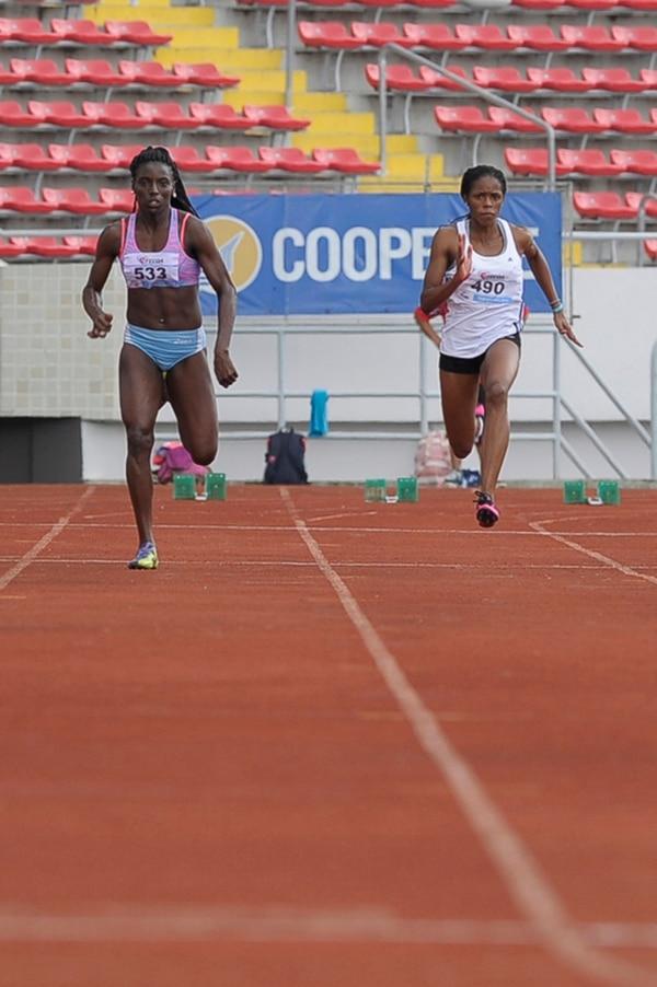 Sharolyn Josephs (d.) vence a Shantelly Scott en 100 m. | RÓNALD PÉREZ