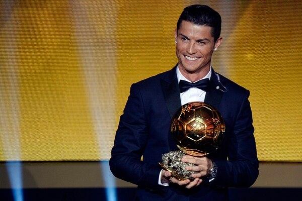 Cristiano Ronaldo selló un magnífico año con su tercer Balón de Oro. Ya está a solo uno de alcanzar a Lionel Messi. | AP