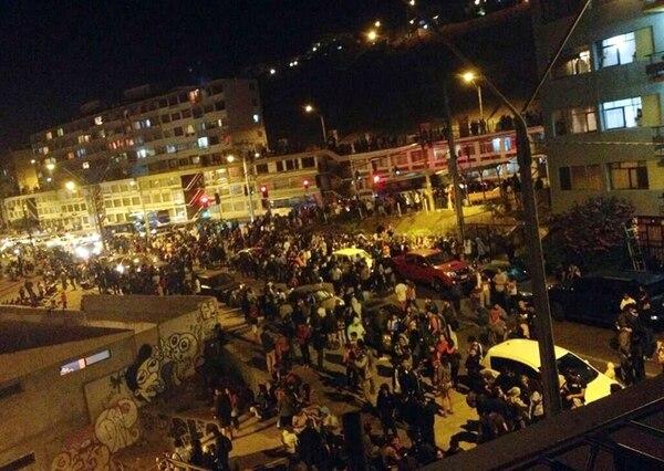 La gente desalojaba la zona costera de la ciudad de Antofagasta. | EFE