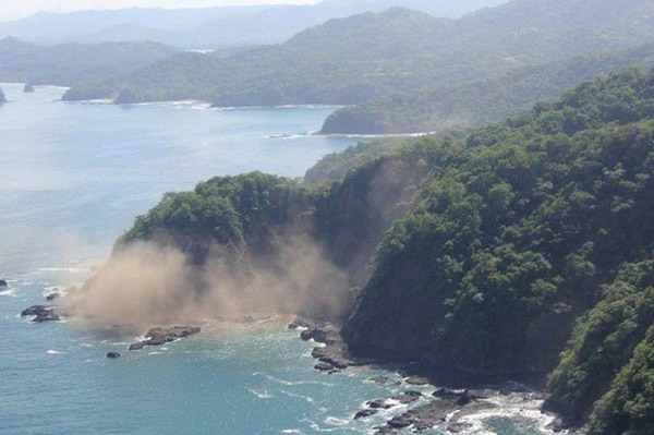 Los especialistas indican que durante las próximas semanas seguirá temblando. Sin embargo, no pueden confirmar si el terremoto de ayer es el anunciado desde hace unos 20 años.   KEITH CLOWER
