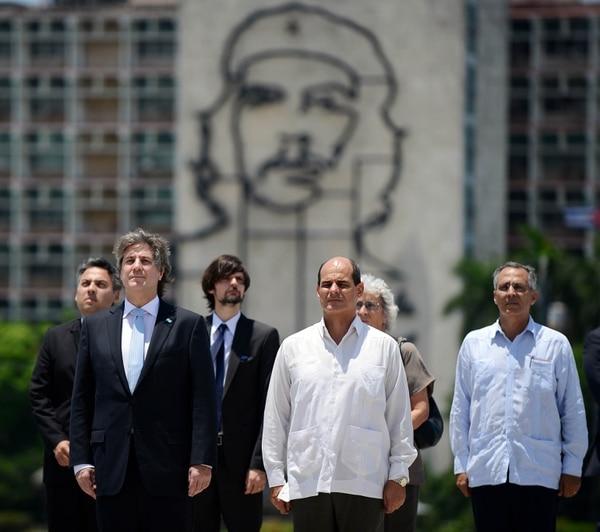 Amado Boudou (a la izquierda) junto con el vicecanciller cubano Rogelio Sierra Diaz en un acto ayer jueves en La Habana, Cuba.