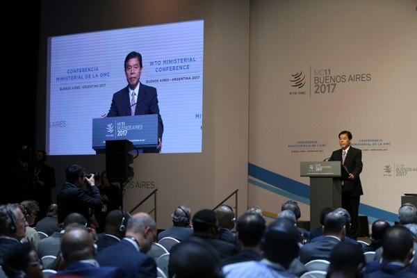 El ministro de Comercio chino, Zhong Shan, reivindicó a la organización multilateral como ordenadora del comercio mundial, durante su intervención este lunes 11 de diciembre en la reunión de ministros. Foto AP