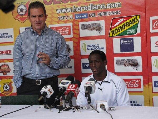 Los desaciertos en el tema de comunicación del Club Sport Herediano son encabezados muchas veces, irónicamente, por su jefe de prensa, Roberto Carpio, quien a menudo se comporta (en vivo y en redes) como un aficionado de esos que tienen prohibida la entrada a los estadios.