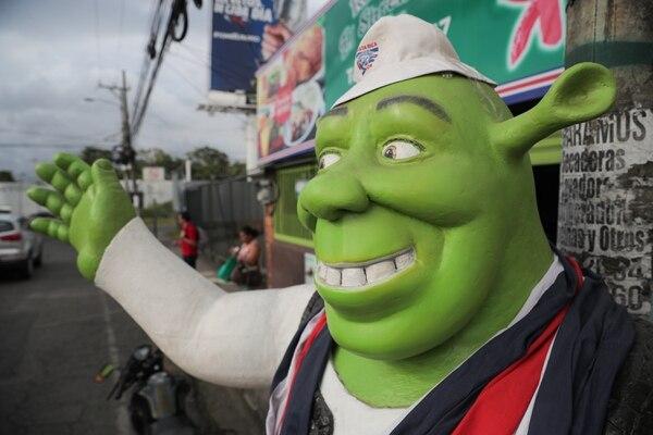 El Shrek tico en su nueva casa, después de haber estado en el Outlet Mall, en San Pedro. Foto Jeffrey Zamora