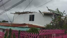 Torbellino destecha tres casas en La Unión