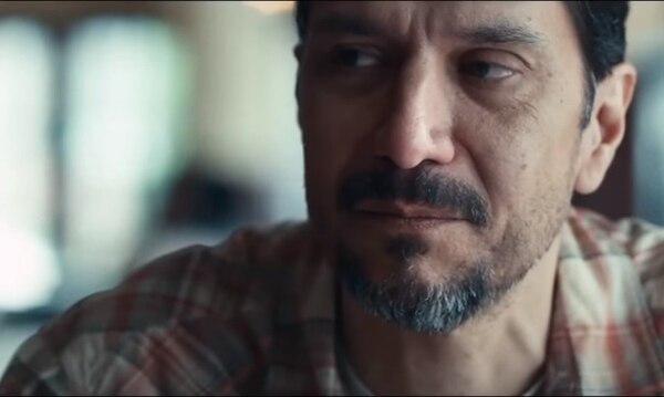 El actor chileno, Carlos Sanz, encarna a Carlos Arredondo en la cinta.