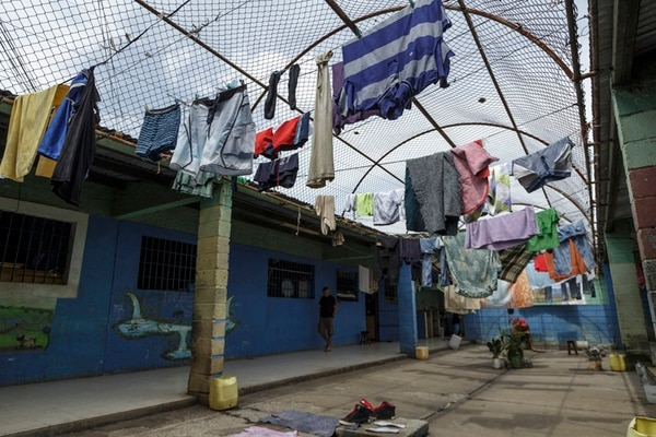 25 agosto 2015 Centro penitenciario La Reforma, San Rafael, Alajuela. Recorrido por los ámbitos A y B del centro penal para mostrar el hacinamiento que viven las cárceles del país. FOTO: Andrés ARCE / GN.