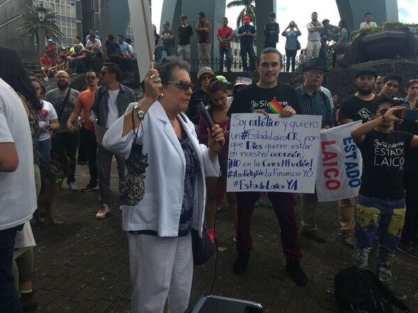 La escritora Julieta Dobles es una de las manifestantes. Foto: Diana Méndez