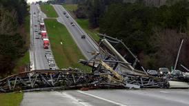 Socorristas buscan supervivientes de tornados en Alabama, EE. UU.