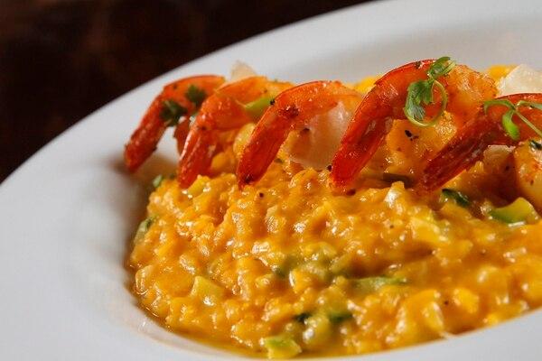 El risotto de camarones y zucchini es uno de los platillos consentidos de los chefs del Quattro, y con sobrados méritos. Foto: Mayela López.