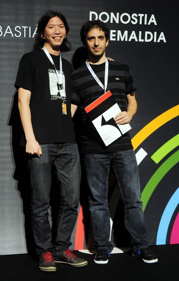 Juan Marin Hsu, director de La Salada. A su derecha, posa el productor del filme Ignacio Rey. Fotografía: AFP.