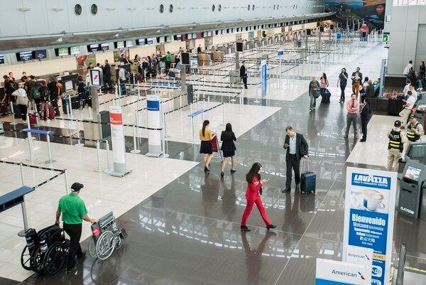 La expansión en el lobby, permitió aumentar el número de puestos de chequeo para la atención de los pasajeros. foto: Eyleen Vargas/ Agencia Ojo por Ojo.