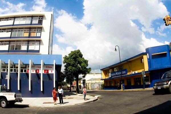La nueva torre médica está frente a la sede principal del Hospital, en San José.