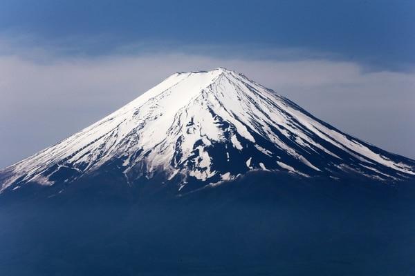 El Monte Fuji es la montaña más elevada de Japón con 3.776 metros de altura y se destaca por su cumbre nevada. Ahora es Patrimonio Mundial