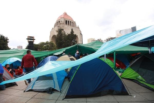 Un grupo de educadores acampa en Ciudad de México. | EFE