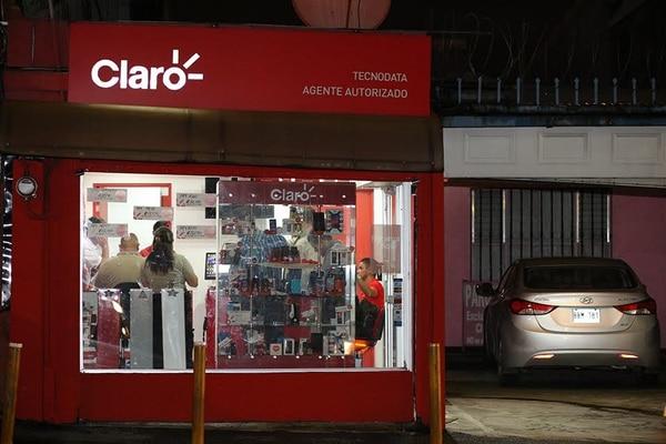 Al final de la tarde en la tienda hacían un cálculo de lo robado. El monto ronda los ¢15 millones.