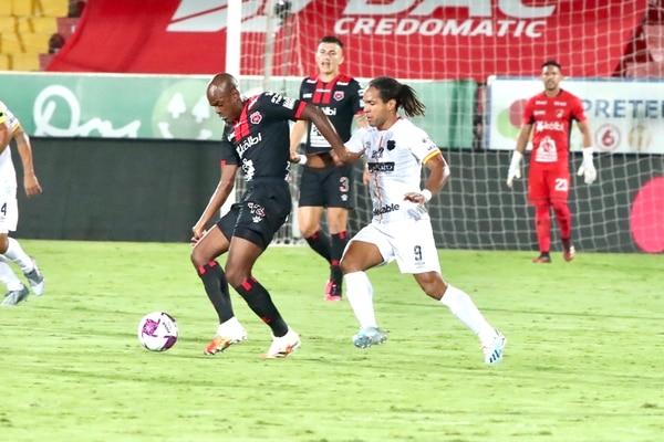 Jonathan McDonald pasó inadvertido y fue superado por el panameño Adolfo Machado. Fotografía: Alonso Tenorio