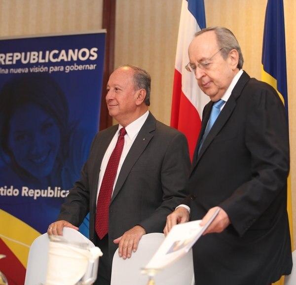 En mayo del 2017 Rafael Ángel Calderón (der.) vaticinó que Rodolfo Hernández ganará las elecciones presidenciales en segunda ronda.