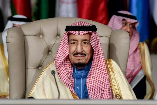 El rey Salmán autorizó las ejecciones de 37 personas en Arabia Saudí. A finales de enero del 2019, asistió a la apertura de una cumbre de la Liga Árabe en Túnez.