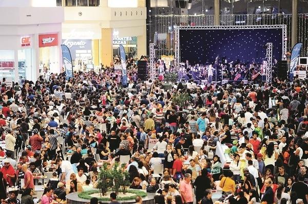 Los asistentes al primer aniversario del mall alajuelense disfrutaron de actividades culturales y musicales.
