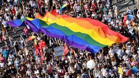 Hungría convoca referendo sobre polémica ley que afecta comunidad LGTB